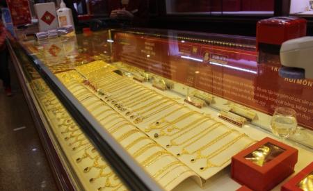 gia-vang-sut-giam-dan-dau-co-o-at-mua-vao-312.html