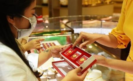 Giá vàng bật tăng trở lại, tiến sát mốc 57 triệu đồng/lượng